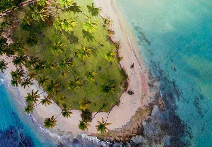 Playa Costa Esmeraldaes un lugar que poco locales conocen, muchos ni saben que existe. No saben lo que se pierden.