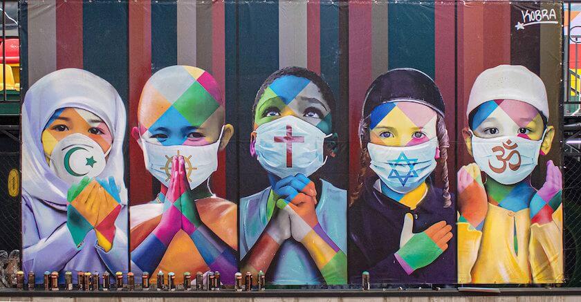 El artista brasileño Eduardo Kobra no tiene límites con sus grafitis