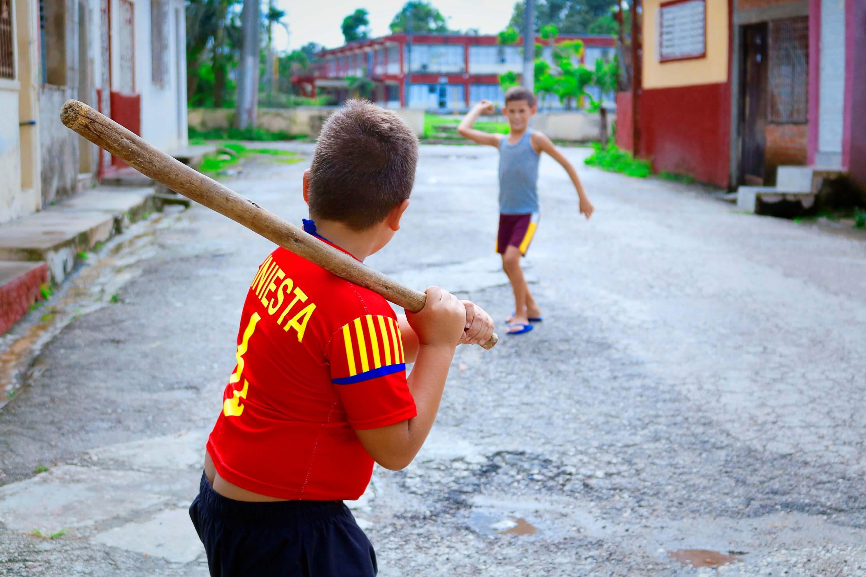 Viaje por los deportes callejeros más populares en Cuba