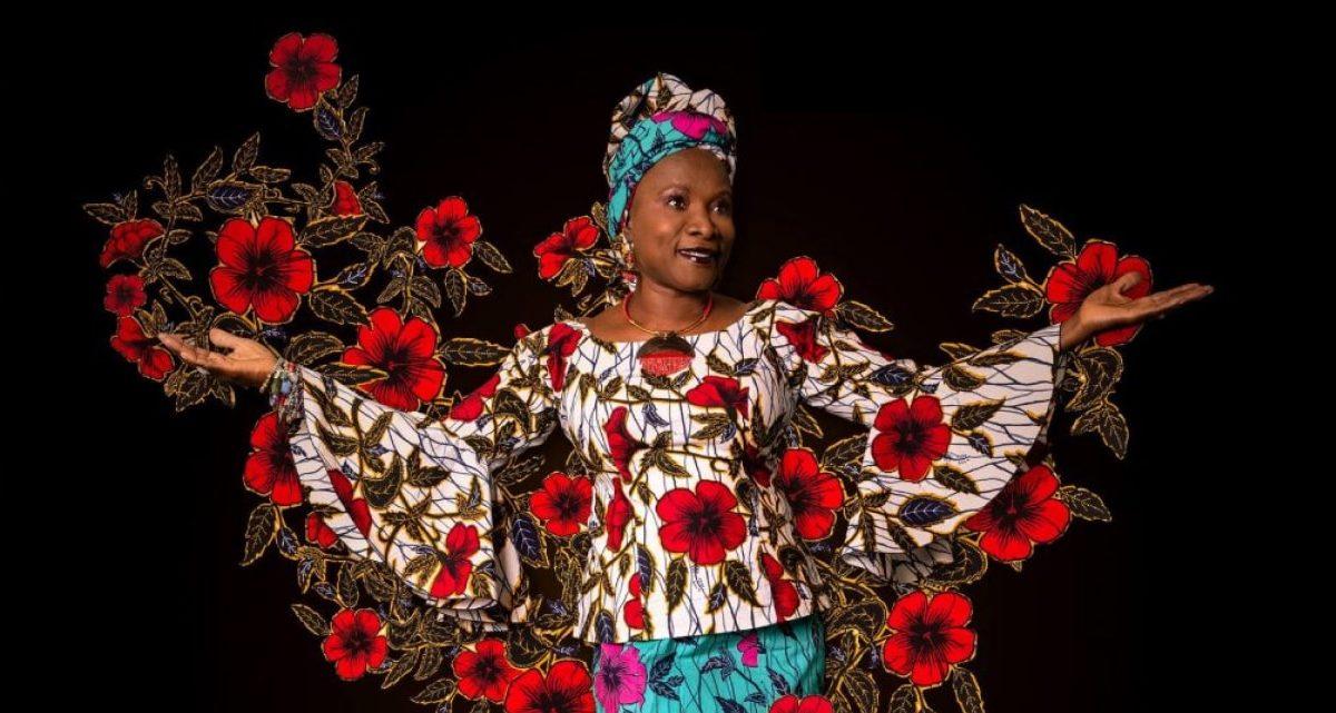 Angélique Kidjo devuelve la salsa de Célia Cruz a África