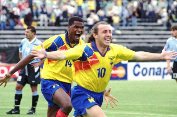 """""""El Maestro"""" Alex Aguinaga tiene un lugar seguro en cualquier listado de los mejores futbolistas ecuatorianos de todos los tiempos."""